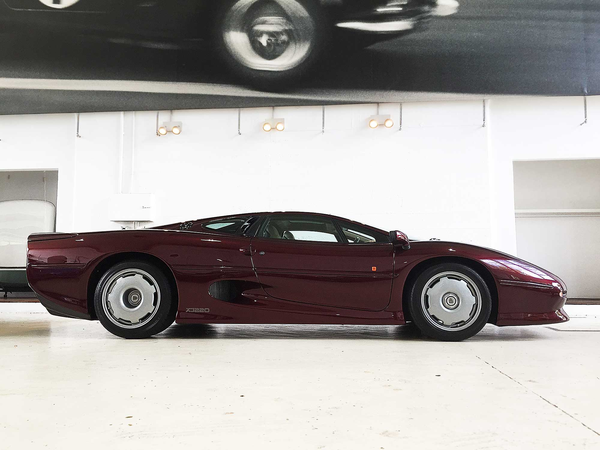 Deep red 90s XJ220 Wine red